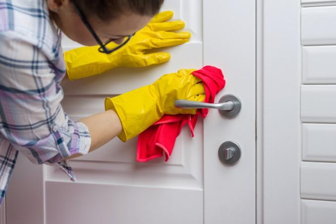 Come pulire le porte interne
